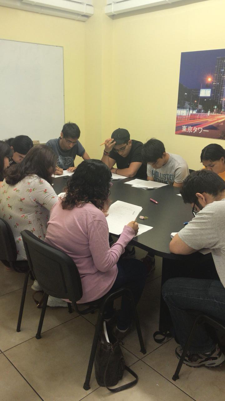 Alumnos de JCSakura en ensayo general.